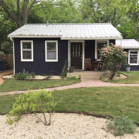 Charming Cherrywood Bungalow in East Austin
