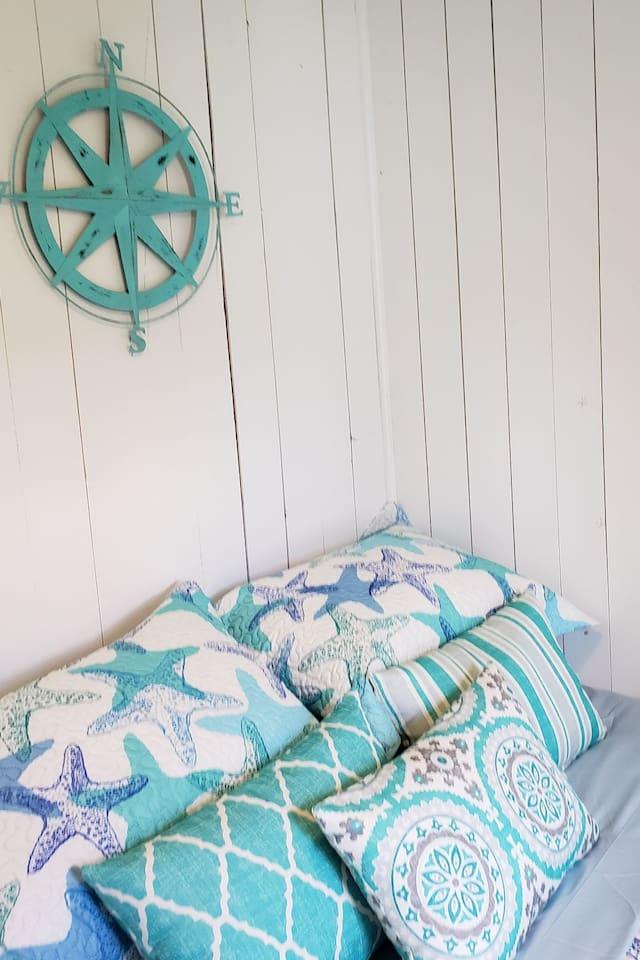 Cozy bedrooms with a coastal atmosphere