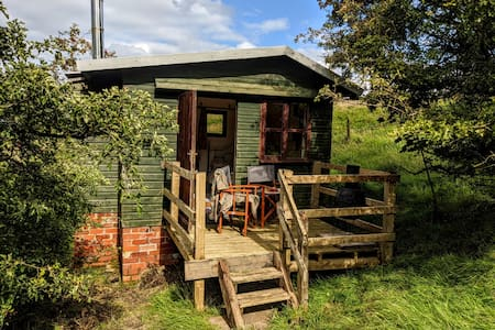 Alden Valley Shepherds Hut, Cronkshaw Fold Farm