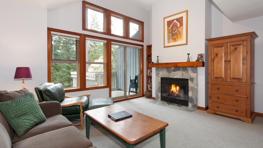 Ski-in Shuttle out 2-Bedroom Blackcomb Mountain Townhome