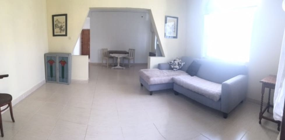 Spacious Holiday Apartment - Holetown