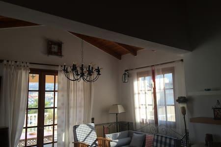 Lazaris Estate-cozy & spacious attick by the beach - Akrata - Outro