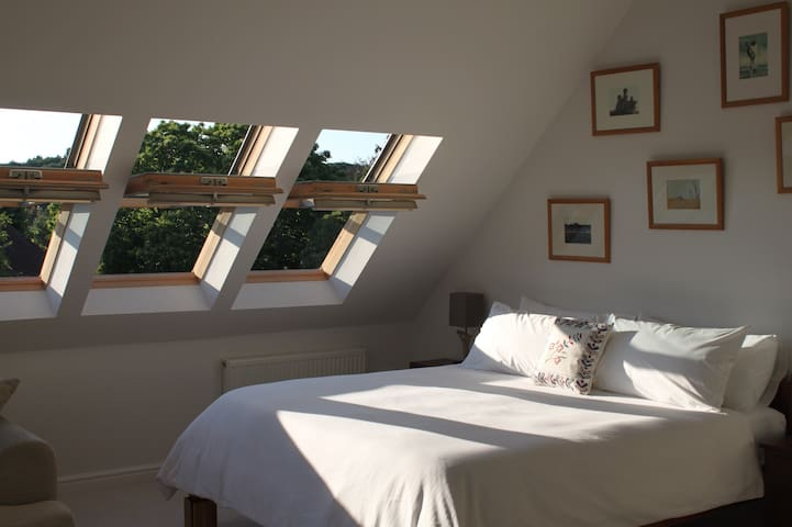 Big Bright Loft space in excess of 40 sq metres.