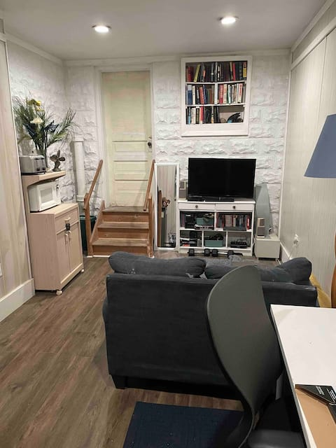 1-bedroom unit mins from Brookline Blvd & downtown