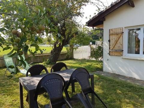 Maisonnette  climatisée avec chambre ,jardin