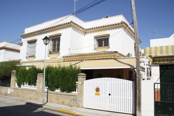 Garage, Air-Conditioning,Wifi, Regla Beach to 300m