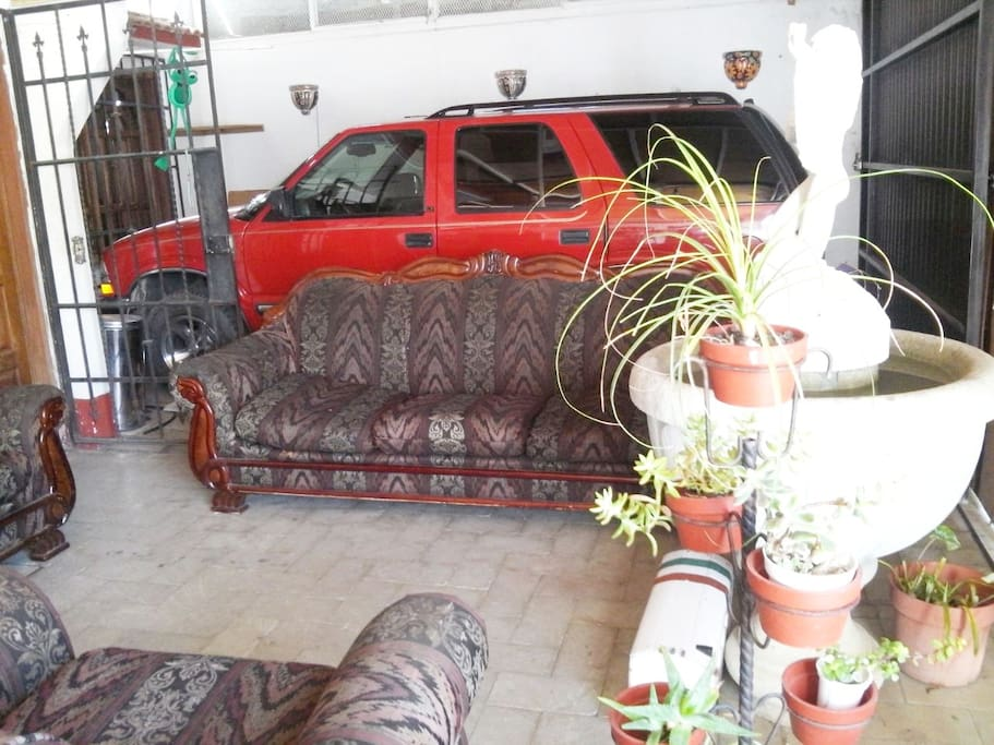 Estancia y recibidor , area de lectura y charla, Tv , Wifi, Camioneta para los tour a las rutas del valle de Oaxaca.