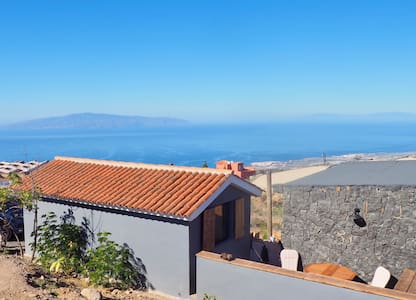 Sea view cottage with BBQ in Tenerife South