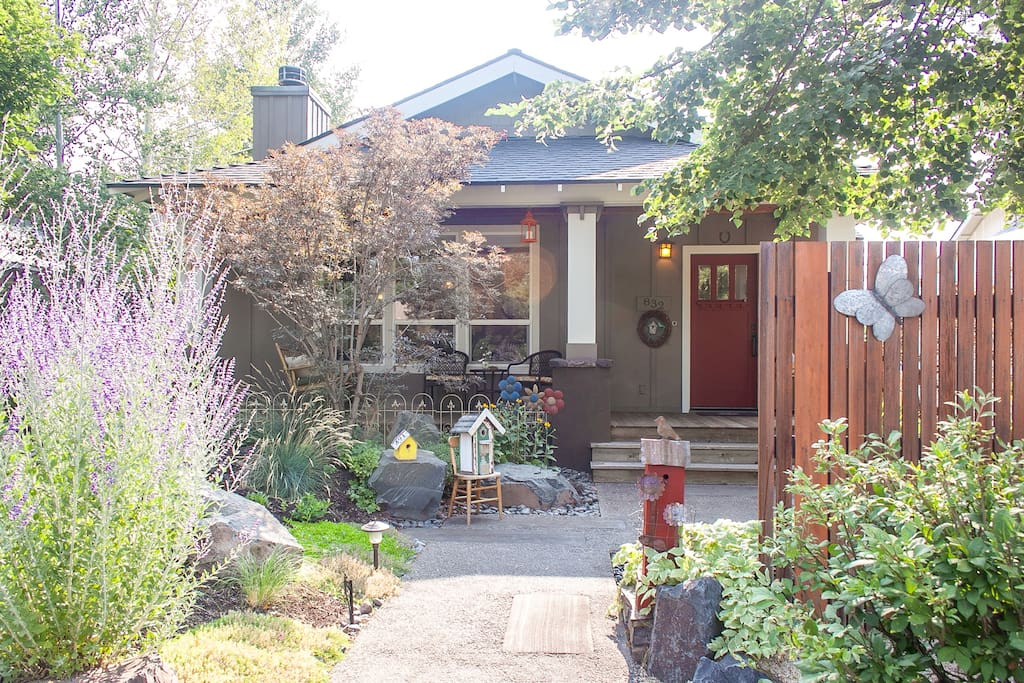 Bella bird in the heart of bend houses for rent in bend for Westside homes