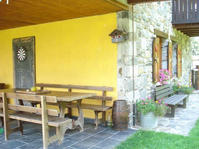 PRIVATE BEDROOM casa di montagna - capo di ponte  - Lomamökki