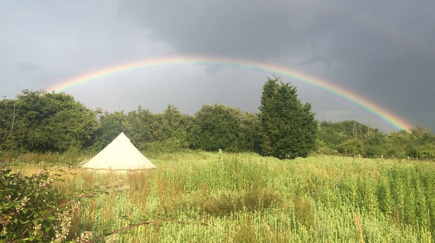 Bell Tent glamping in field - Upper Dicker - Tenda