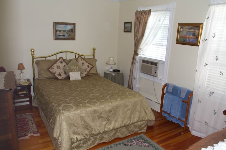 Historic Hill Inn Two Bedroom Apartment/Suite