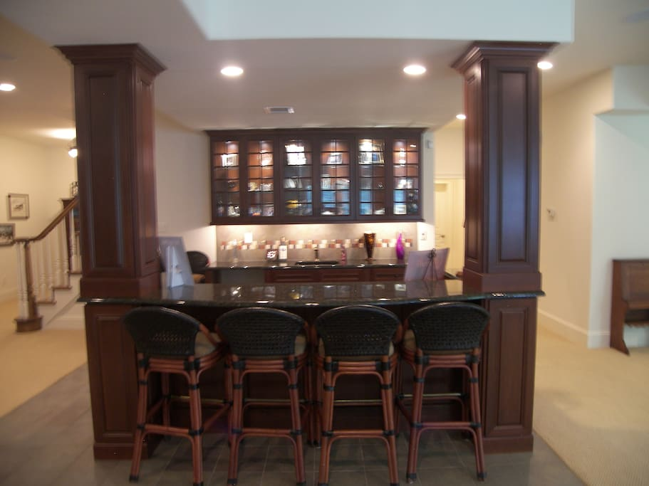 Private bar/kitchenette