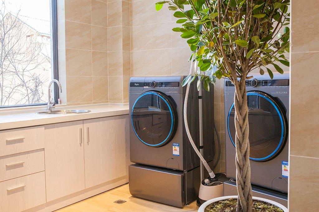 洗烘一体的洗衣房