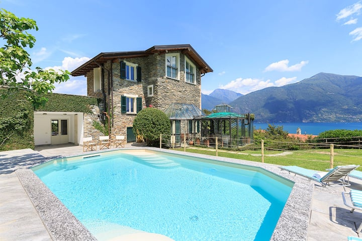 Cosy and comfortable villa with pool and lakeview!