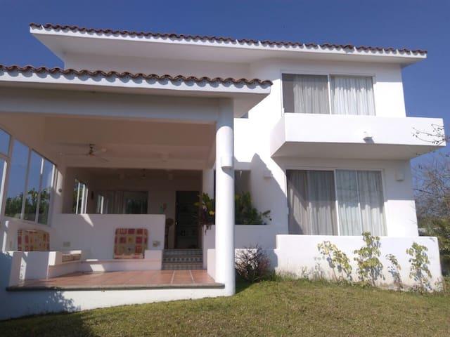 Hermosa casa en Bahías de Tangolunda - Santa María Huatulco - Hus