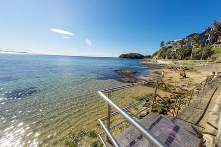 Ocean studio-10 steps to the water - Manly - Apartment