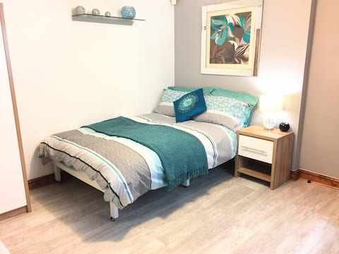 Entire Apartment.Piccadilly 8min walk+Parking&Wifi