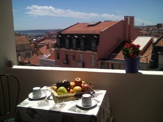 Room with a private balcony and view of Lisbon - Lisboa - Lägenhet