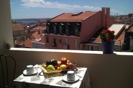 Room with a private balcony and view of Lisbon - Lisboa