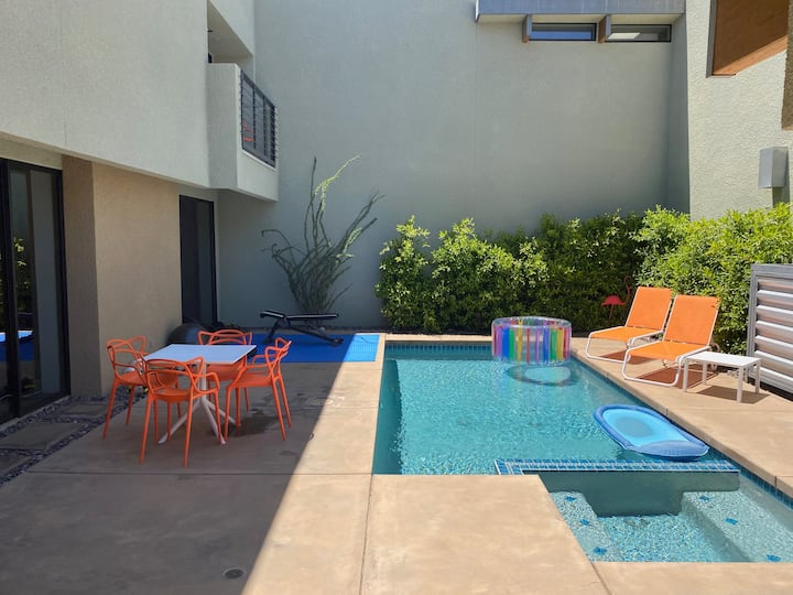 Gorgeous 3 bedroom in iconic Palm Springs location