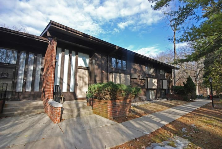 *HOT NEW LISTING* Our Happy Place at Lake Geneva