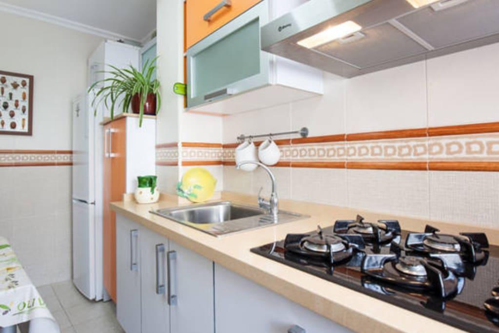 Almeria playa zapillo piso apartamentos en alquiler en for Pisos en alquiler almeria