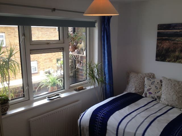 light room, big bed, West London