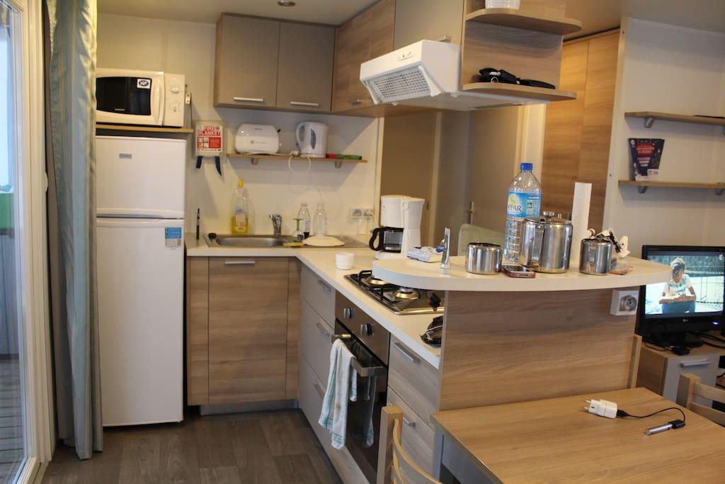 L'espace cuisine, ouvert sur le séjour.