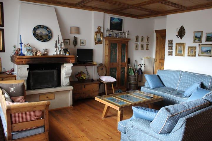 Casa con vista a Bellamonte nelle Dolomiti