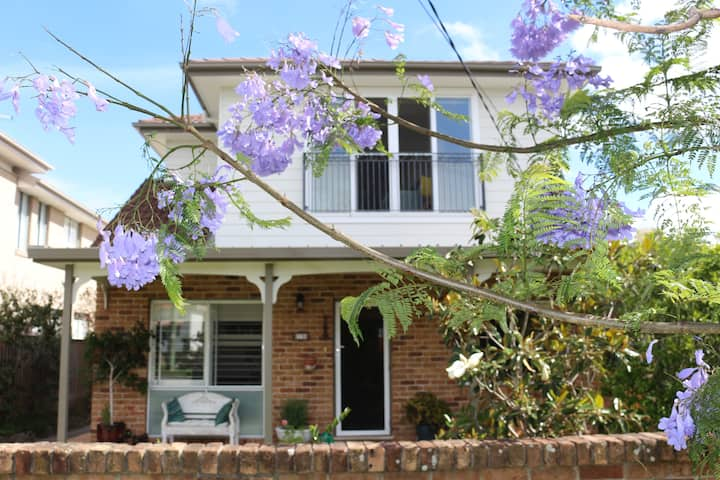 Manly Vale convenient and charming home near beach