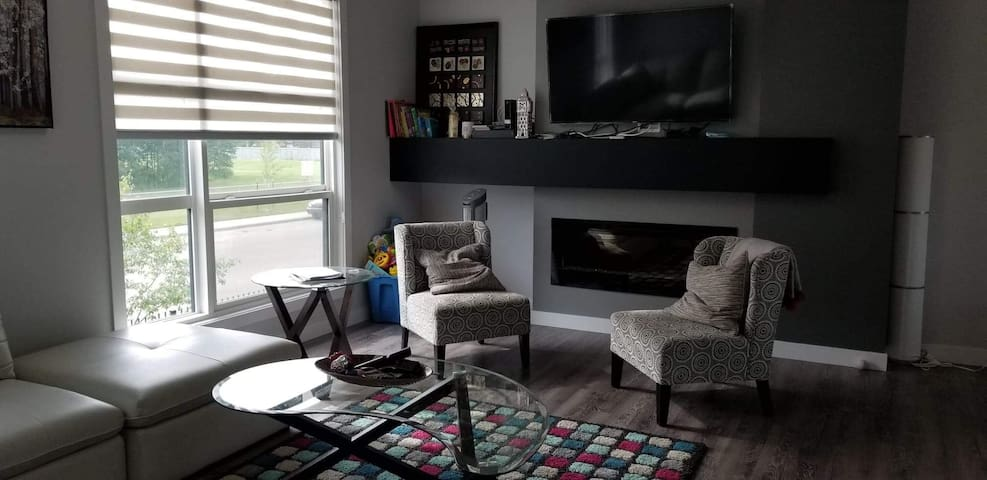 3 Bedroom Town home  To Explore Edmonton