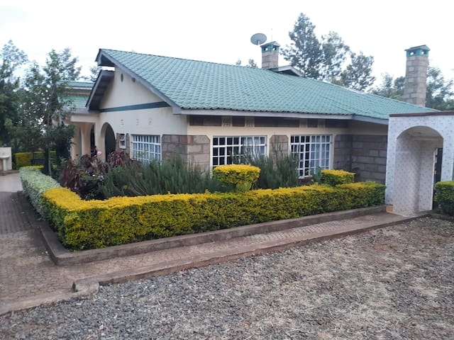 Meru country home, a river front & Mt Kenya view