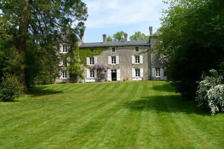 LARGE FAMILY HOUSE FULL OF CHARM - Clussais-la-Pommeraie - House - 1