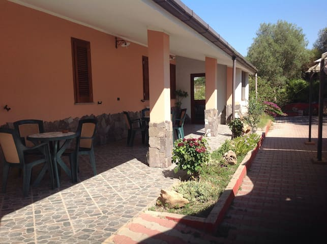 B&B Funtanadetalia Sara - Olmedo - Bed & Breakfast