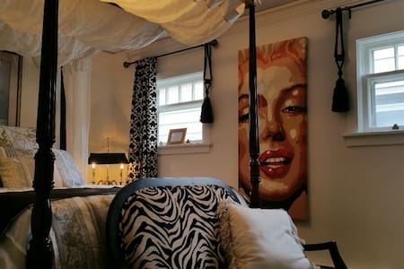 Nostalgic downtown Loft Canopy beds Boutique style