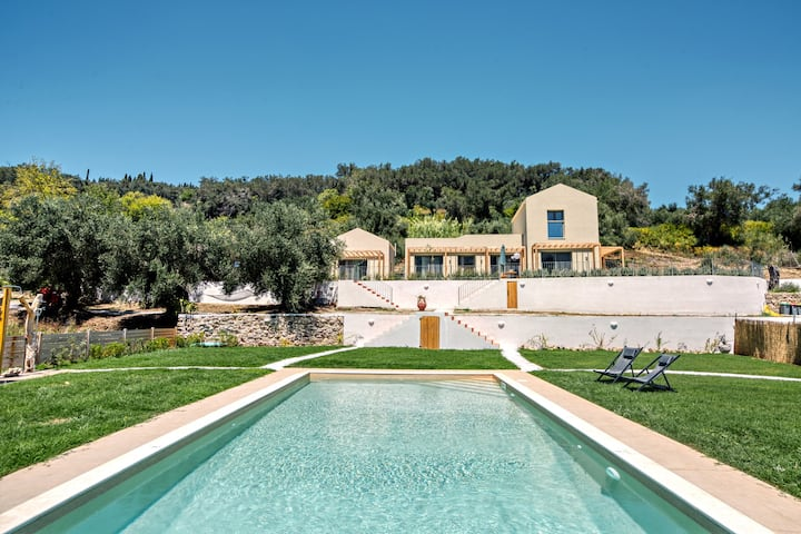 Kumquart Estate - up to 12 guests, private pool