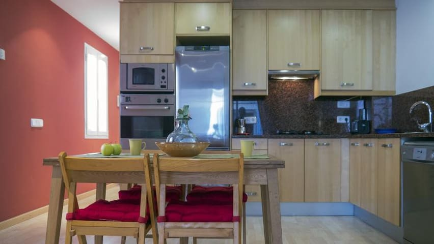 Calm Central Spacious Apartment with Open Kitchen - Sitges - Huoneisto
