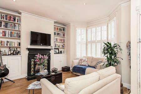 Beautiful Fulham Garden Apartment - London
