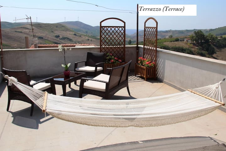 Appartamento vicino Trapani con terrazzo (Piano 2)