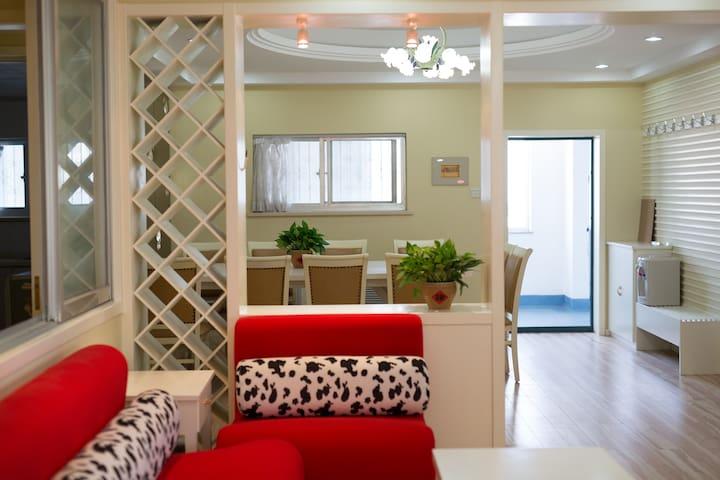 威海市中心金地商厦140平米三室两厅精装海景公寓,交通便利,有电梯有车位,离海边5分钟 - Weihai - Lägenhet