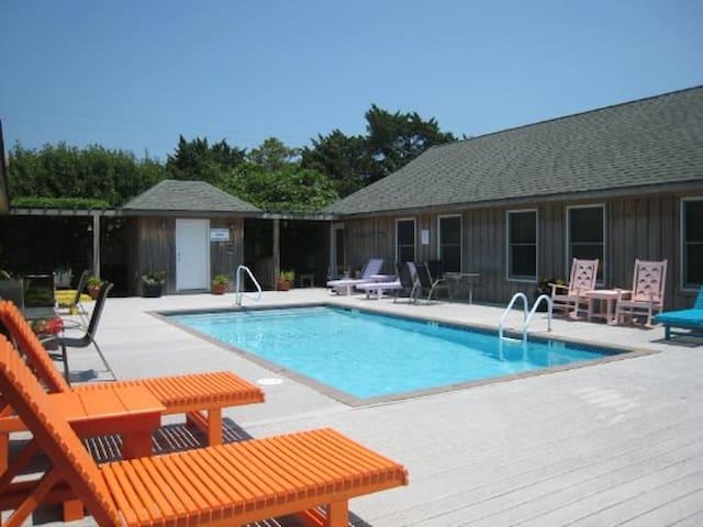 Cabana w/Pool Compliments the Sunkissed Beaches! - Ocracoke - Selveierleilighet
