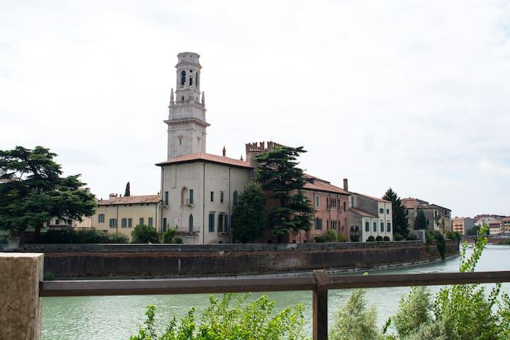 Sotto il colle e in riva al fiume - Verona - Apartamento