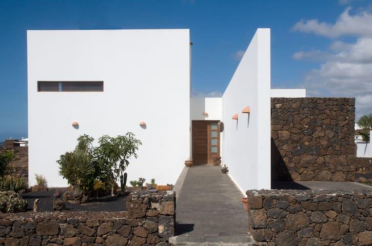 Villa Lanzarote con vistas al mar - Las Breñas - Huis