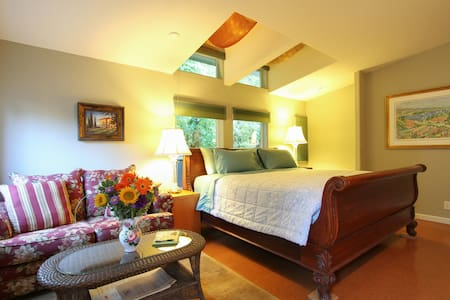 Master Suite/Private Entrance &Deck - Sonoma