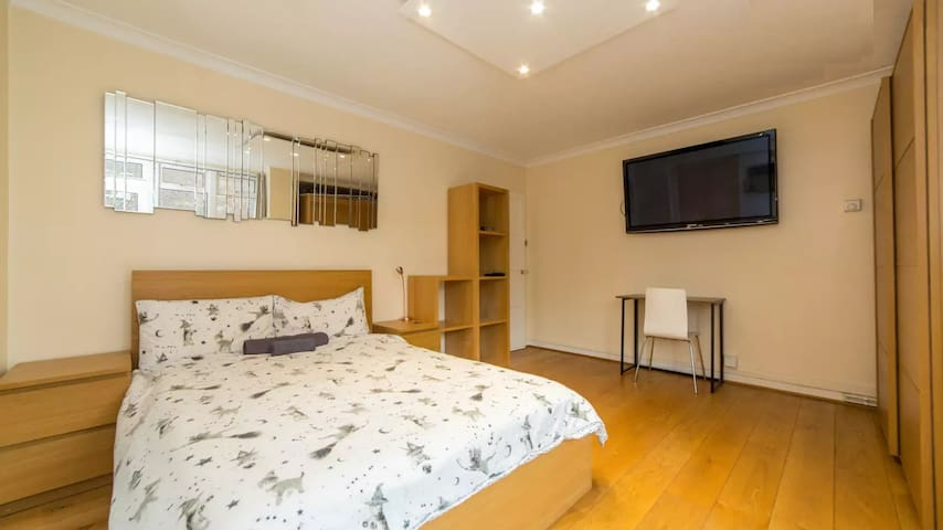 City of London - Super central Double room