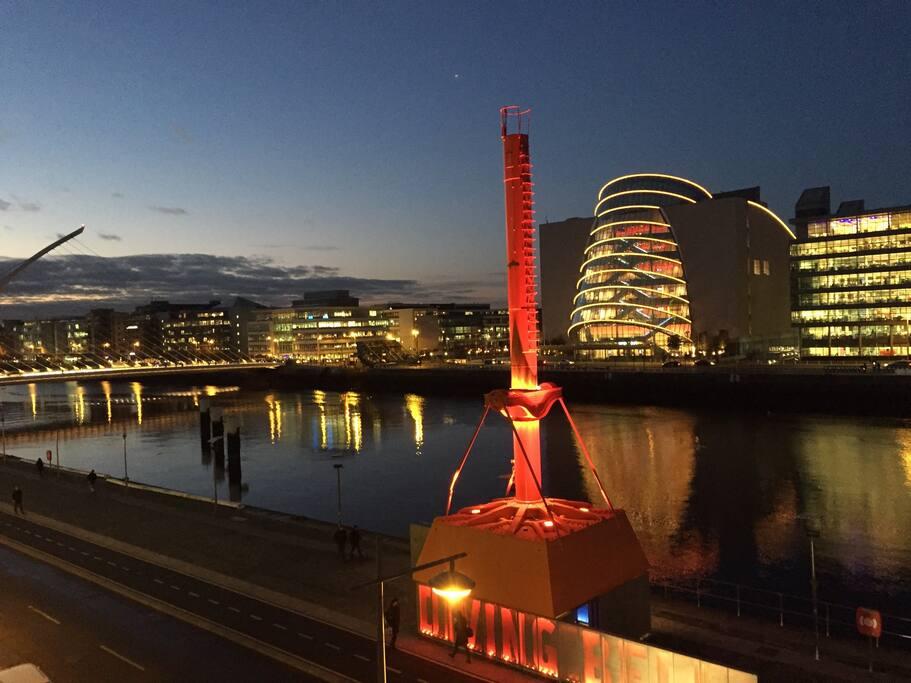 Samuel Beckett Bridge, Diving Bell, Convention Centre