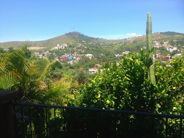 Private bedroom with lovely view! - San Felipe del Agua - Hus