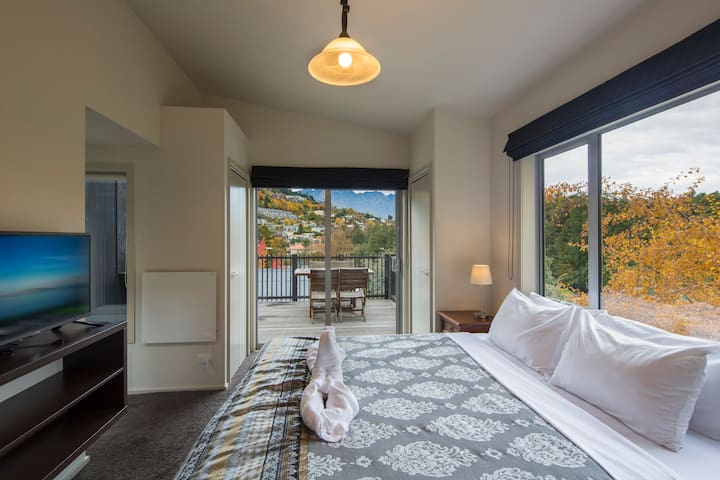 Two Bedroom Apartment @ Pinewood Lodge
