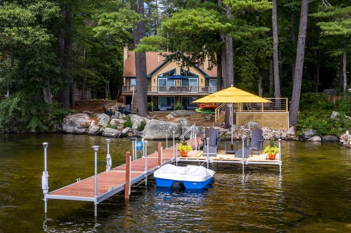 Tranquil home on Mirror Lake with 4 bedrooms, a game room, kayaks, and paddleboards